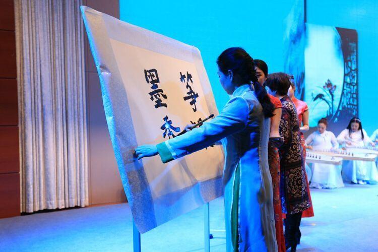 "<p align=""left""> 遂宁市纪念""三八""国际妇女节107周年大会---古筝与书法同台竞技 </p>"
