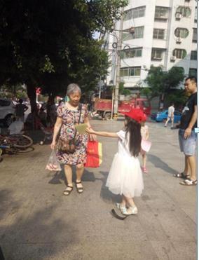 市妇联开展食品安全宣传活动